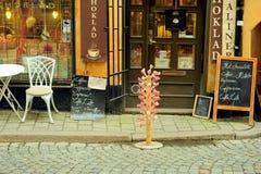 Pequeño café en Gamlastan, Estocolmo, Suecia Imagenes de archivo
