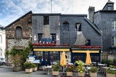 Pequeño café pintoresco en Honfleur Normandía Foto de archivo libre de regalías