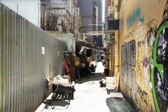 Pequeño callejón para la gente que camina en el distrito de Wan Chai en Hong Kong foto de archivo