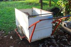 Pequeño camión de basura Foto de archivo