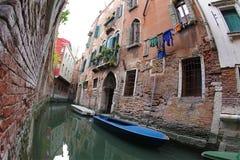 Pequeño canal de Venecia imagenes de archivo
