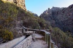 Pequeño canal para el abastecimiento de agua en Tenerife Fotos de archivo libres de regalías