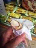Pequeño Canoli fresco con el azúcar en polvo Imagen de archivo libre de regalías