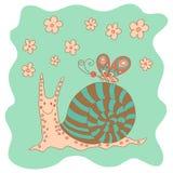 Pequeño caracol divertido rosado incompleto con las flores y la mariposa Fotos de archivo libres de regalías
