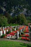 Pequeño cementerio suizo fotografía de archivo libre de regalías