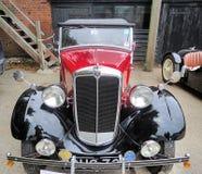 Pequeño coche clásico lindo fotos de archivo libres de regalías