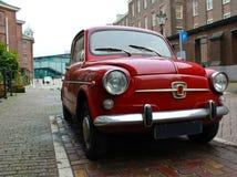 Pequeño coche rojo Imagen de archivo