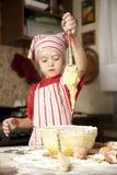 Pequeño cocinero en la cocina Imagen de archivo libre de regalías