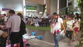 Pequeño comercio justo tailandés, bangpree Tailandia metrajes