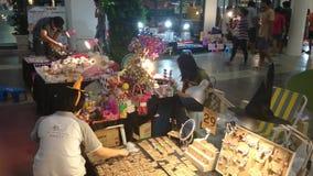 Pequeño comercio justo tailandés, samutprakarn Tailandia del bangpree metrajes