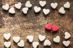 Pequeño corazón en la textura de madera fotos de archivo libres de regalías