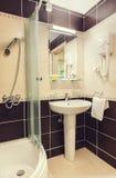 Pequeño cuarto de baño Imagen de archivo libre de regalías