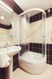 Pequeño cuarto de baño Fotografía de archivo libre de regalías