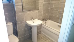 Pequeño cuarto de baño del granito Fotografía de archivo libre de regalías