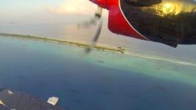Pequeño despegue del hidroavión en los Maldivas metrajes
