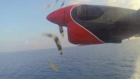 Pequeño despegue del hidroavión en los Maldivas almacen de video