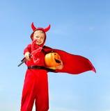Pequeño diablo rojo que se coloca con Trident Fotos de archivo libres de regalías