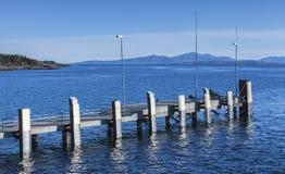 Pequeño embarcadero vacío con los topes, Noruega del amarre Imagen de archivo libre de regalías