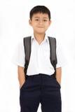Pequeño escolar asiático con la mochila Fotografía de archivo