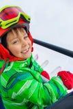 Pequeño esquiador en el remonte Fotos de archivo