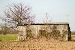 Pequeño granero dilapidado Fotos de archivo libres de regalías