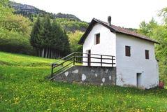 Pequeño hogar de la montaña Fotografía de archivo