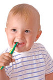 Pequeño hombre que aplica sus dientes con brocha Foto de archivo