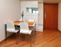 Pequeño interior moderno del apartamento Fotos de archivo libres de regalías