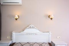 Pequeño interior moderno del dormitorio Colores en colores pastel, diseño interior Fotografía de archivo libre de regalías