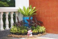 Pequeño jardín en la esquina Imagen de archivo