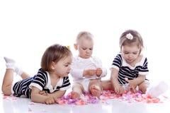 Pequeño juego de niños con los juguetes Fotografía de archivo libre de regalías