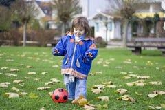 Pequeño jugador de fútbol 2 Fotografía de archivo libre de regalías