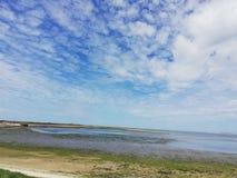 Pequeño lago en el paisaje de la isla de Texel, Holanda Imagenes de archivo