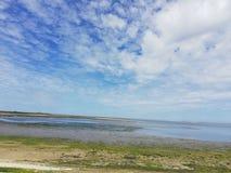 Pequeño lago en el paisaje de la isla de Texel, Holanda Imagen de archivo libre de regalías