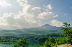 Pequeño lago en las montañas de Crimea, Alushta de la montaña Imagenes de archivo