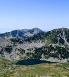 Pequeño lago, montañas de Pirin, Bulgaria foto de archivo libre de regalías