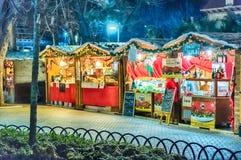 Pequeño mercado de la Navidad en la noche Imágenes de archivo libres de regalías