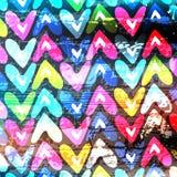 Pequeño modelo coloreado de los corazones en una pared de la pintada stock de ilustración