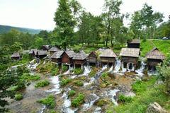 Pequeño molino en el área de los lagos Plic, Bosnia y Hercegovina imagen de archivo