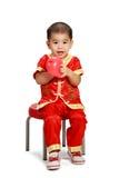 Pequeño muchacho asiático en cheongsam del chino tradicional Foto de archivo libre de regalías