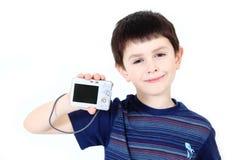 Pequeño muchacho con las cámaras digitales en el fondo blanco Imágenes de archivo libres de regalías