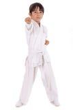 Pequeño muchacho del karate en el entrenamiento imagenes de archivo