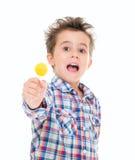 Pequeño muchacho emocionado de griterío Imágenes de archivo libres de regalías