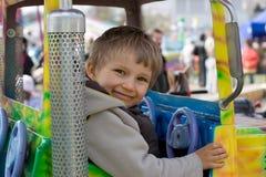 Pequeño muchacho en paseo de la diversión Fotos de archivo libres de regalías