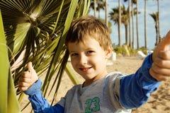Pequeño muchacho lindo en costa de mar Fotos de archivo libres de regalías