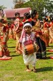 Pequeño muchacho que camina en Assam Imagenes de archivo