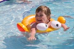 Pequeño nadador feliz Foto de archivo libre de regalías