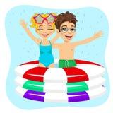 Pequeño natación linda del hermano y de la hermana en piscina inflable ilustración del vector