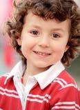 Pequeño niño adorable en rojo Imagen de archivo