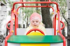 Pequeño niño en el oscilación Fotografía de archivo libre de regalías